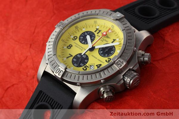 Used luxury watch Breitling Avenger chronograph titanium quartz Kal. B73 Ref. E73360  | 141886 01