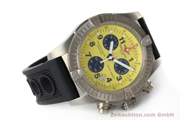 Used luxury watch Breitling Avenger chronograph titanium quartz Kal. B73 Ref. E73360  | 141886 03