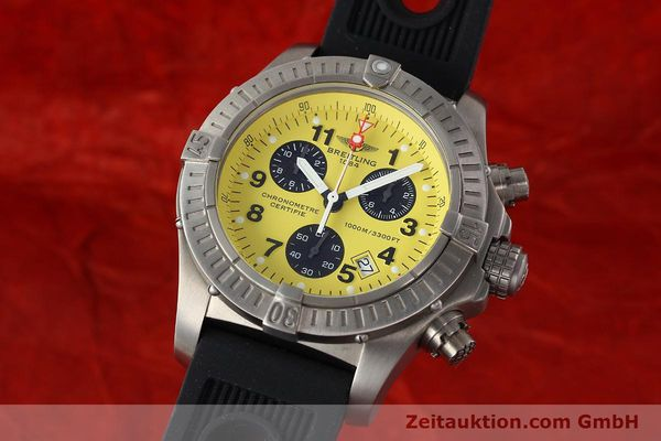 Used luxury watch Breitling Avenger chronograph titanium quartz Kal. B73 Ref. E73360  | 141886 04