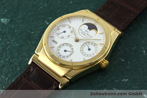 Used luxury watch IWC Ingenieur 18 ct gold automatic Kal. 3757 Ref. 35401  | 143061 01