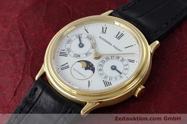 montre de luxe d occasion Audemars Piguet Day-Date Moonphase or 18 ct automatique Kal. 2124  | 151941 01