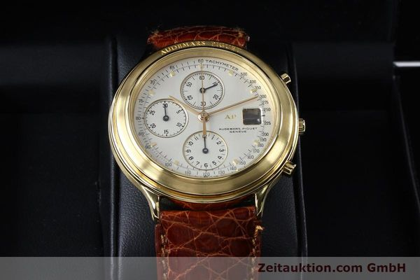Used luxury watch Audemars Piguet * chronograph 18 ct gold automatic Kal. 2126  | 152033 07