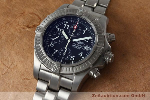Used luxury watch Breitling Avenger chronograph titanium automatic Kal. B13 ETA 7750 Ref. E13360  | 152061 01
