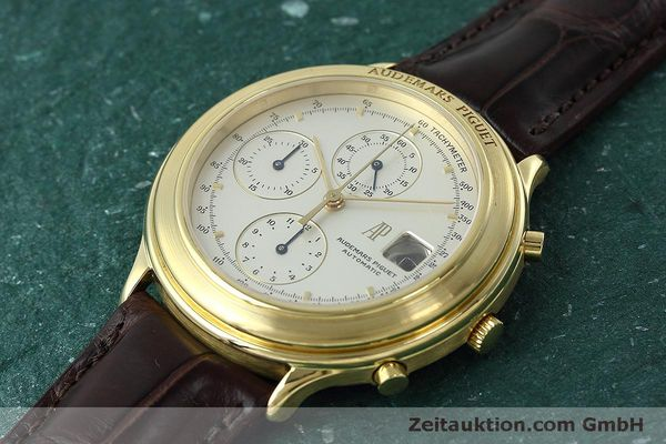Used luxury watch Audemars Piguet * chronograph 18 ct gold automatic Kal. 2126  | 152487 01