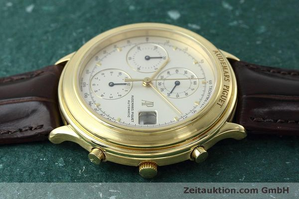 Used luxury watch Audemars Piguet * chronograph 18 ct gold automatic Kal. 2126  | 152487 05